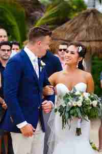 8a5b5629a1 We can forget about Grooms and Groomsmen, so these are some Killer Groom  wedding outfits perfect for a tropical weather. Beachy, boho, and classy  outfits to ...